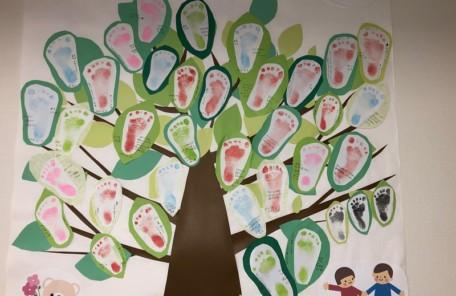 赤ちゃんの足型で作った木