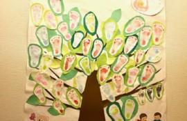 赤ちゃんの足型の木