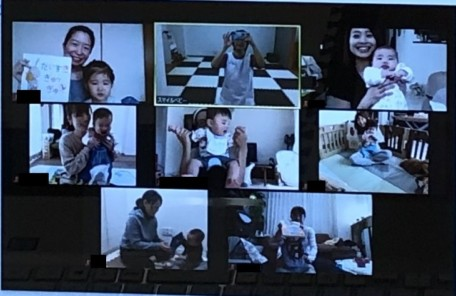 産後ストレッチ実施中のオンライン画像