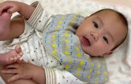 ニコニコしてる赤ちゃんの画像